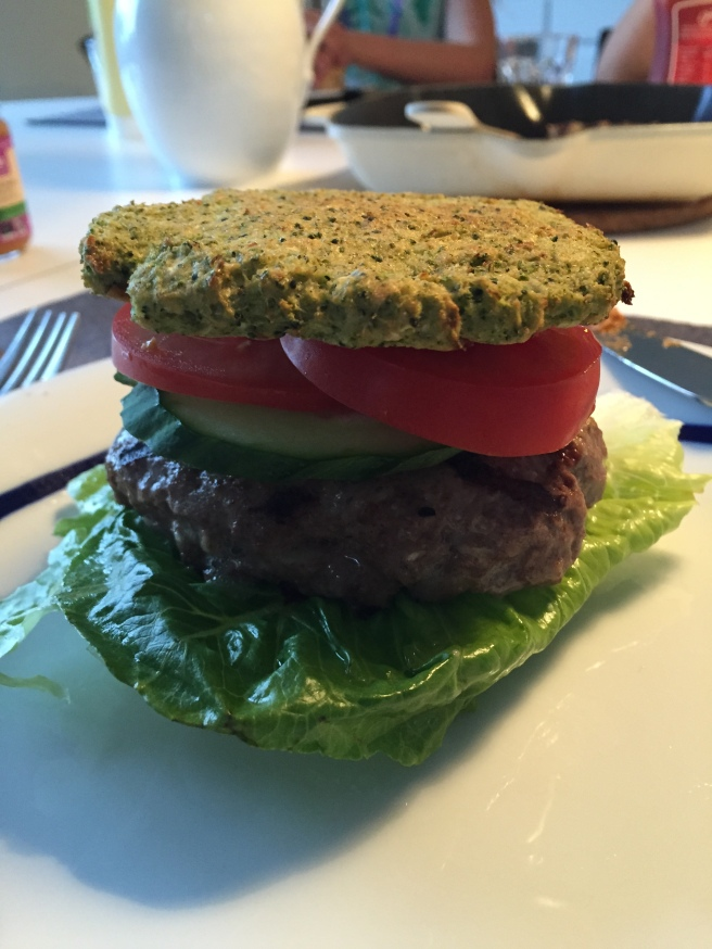Burger med broccoli brød